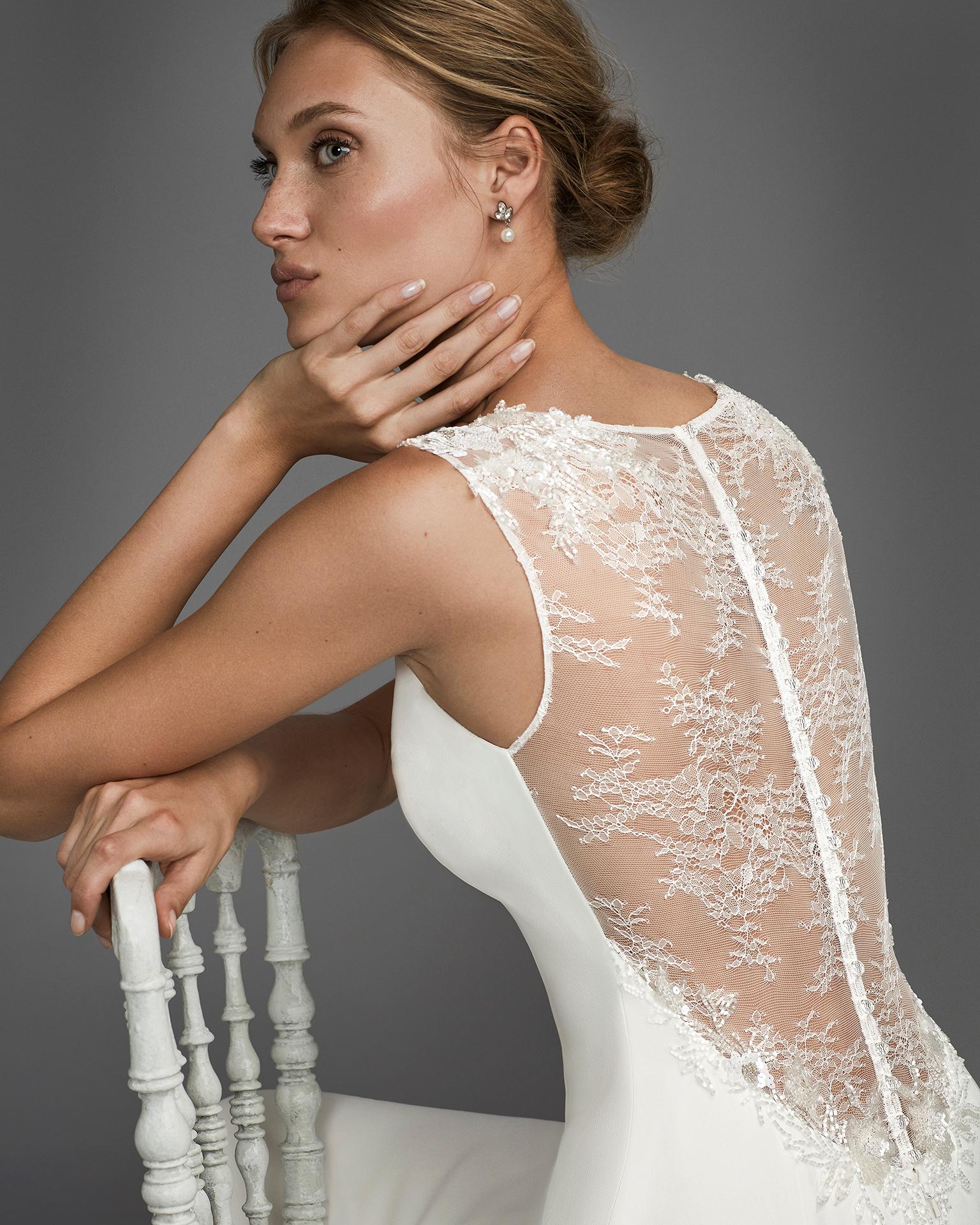 Vestido de novia corte sirena en crepe con espalda de encaje y pedreria.