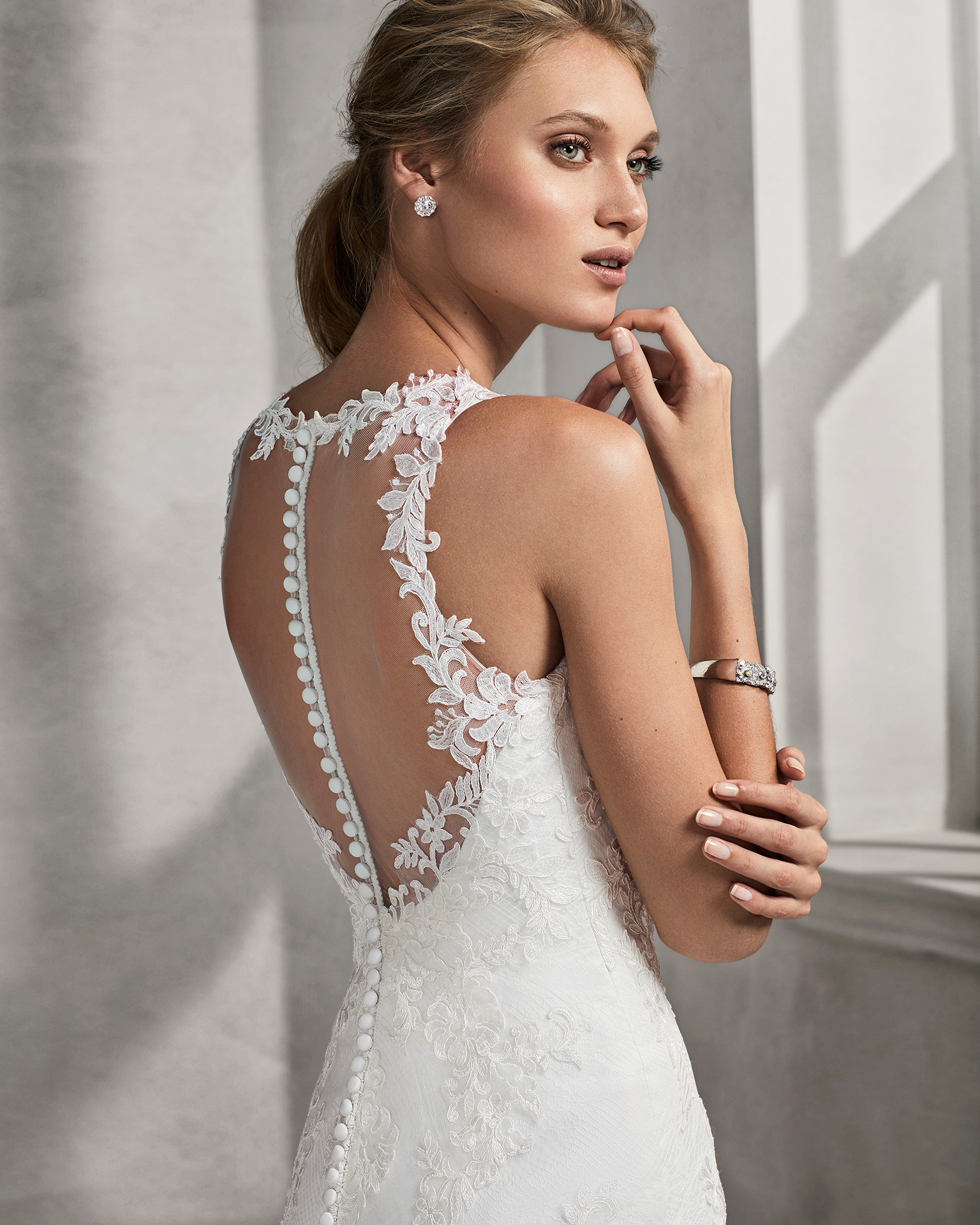 Mermaid-style lace wedding dress with sweetheart neckline and open back.