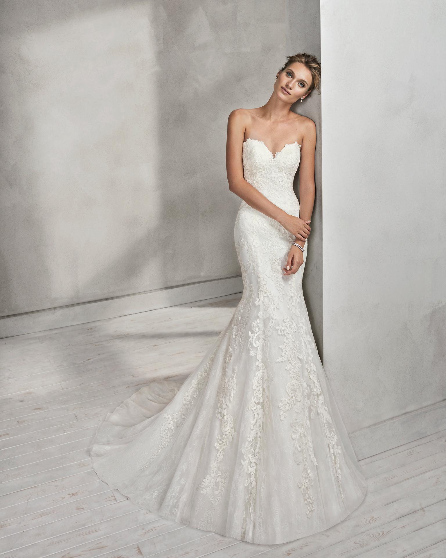 Vestido de novia corte sirena en encaje, con escote corazón.