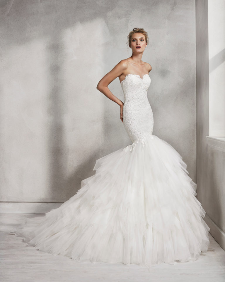 Mermaid-style lace and tulle wedding dress with sweetheart neckline.