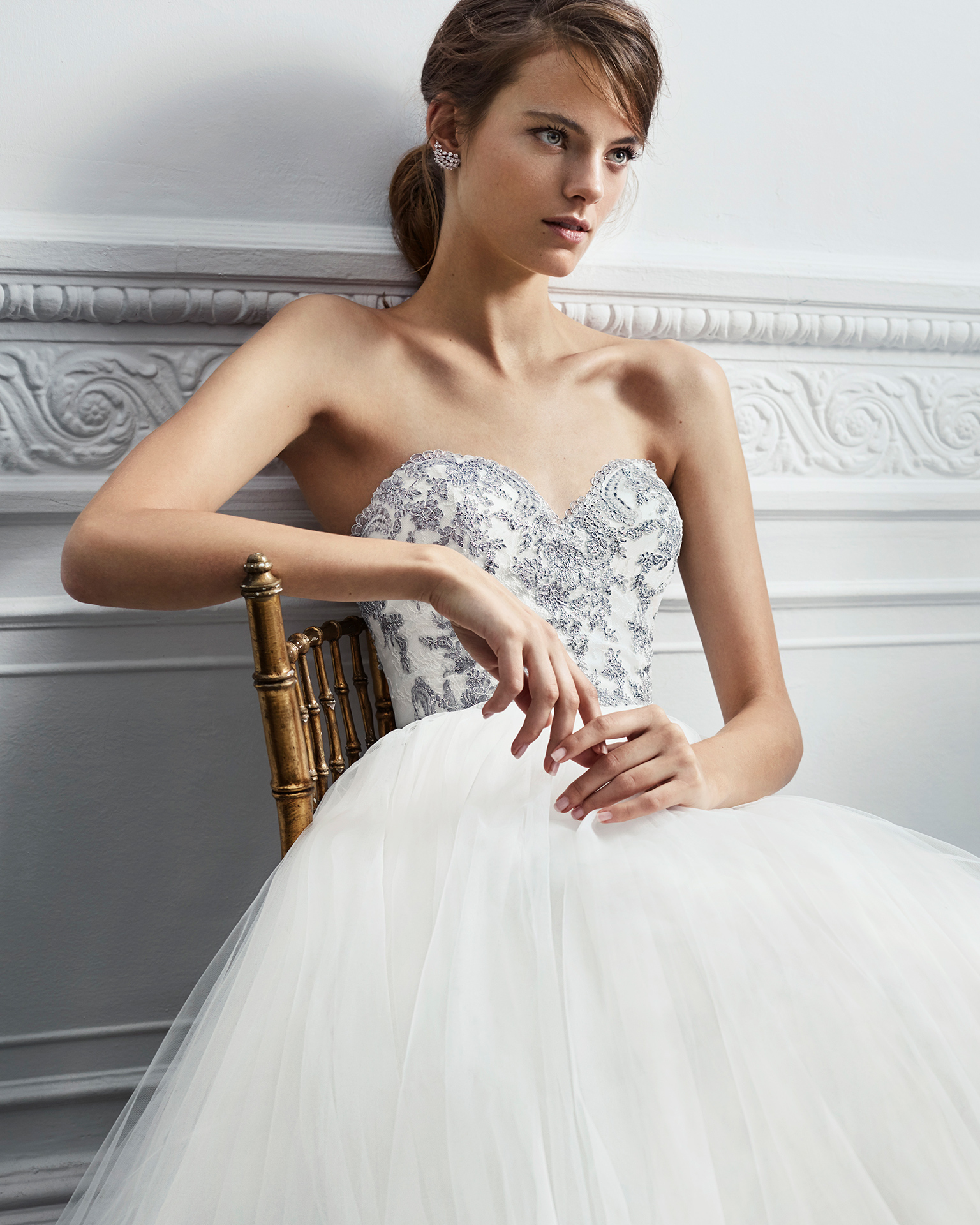 Princess-style lace wedding dress with sweetheart neckline and full tulle skirt, in natural/silver and natural.