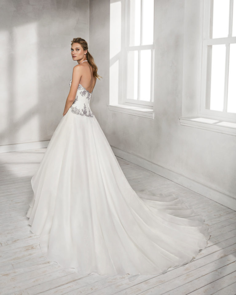 Princess-style organza and tulle wedding dress with sweetheart neckline and lace appliqués, in natural/silver and natural.