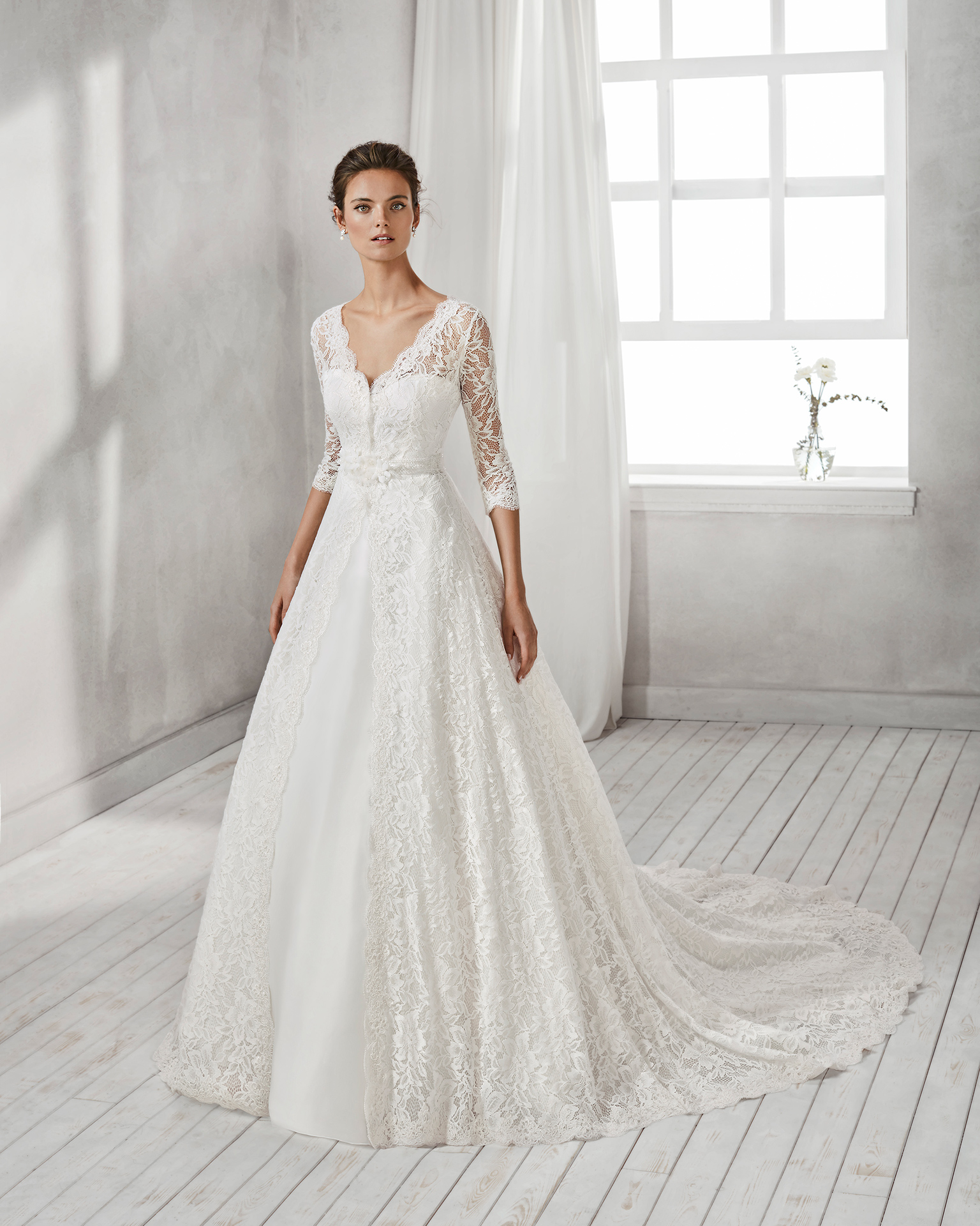 Mermaid-style organza wedding dress with sweetheart neckline and long-sleeved beaded lace jacket.
