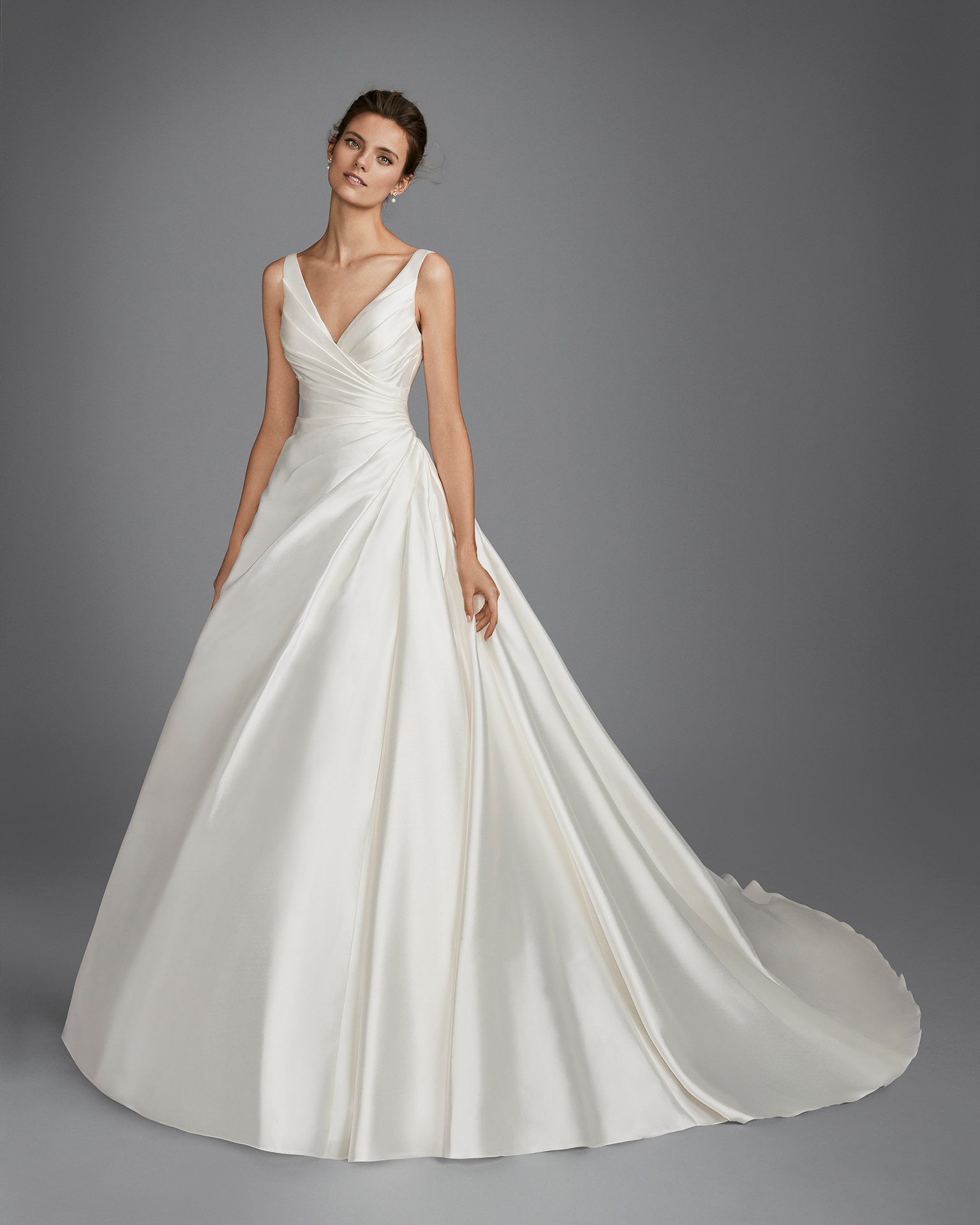 Classic-style mikado wedding dress with V-neckline and gathered side.