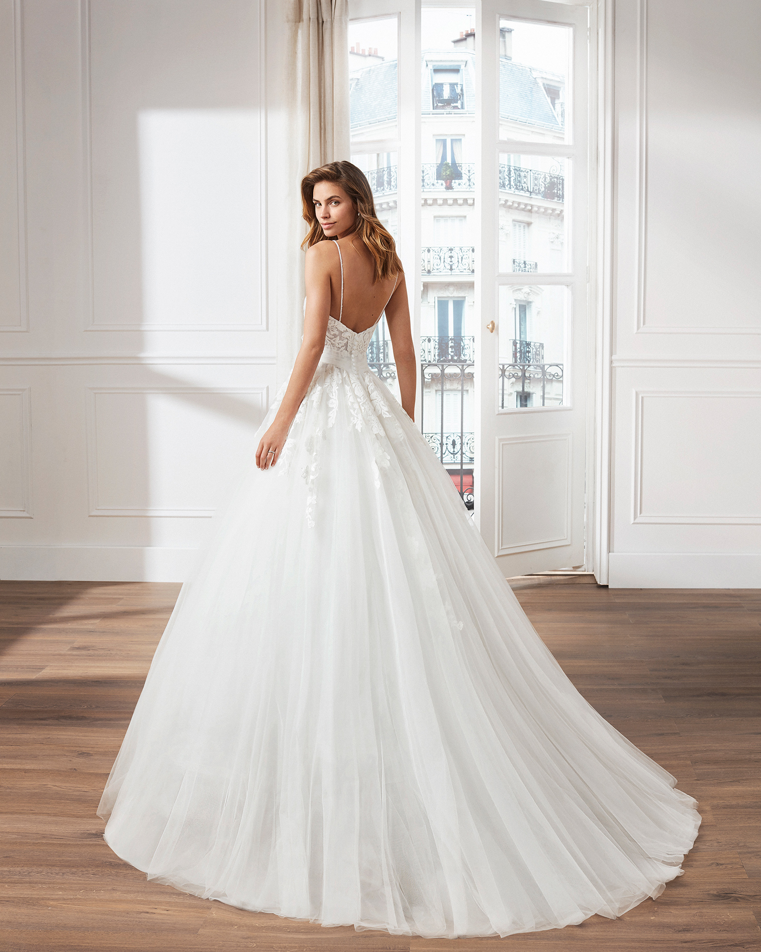 Tulle princess-style wedding dress. Sweetheart neckline, beaded straps and skirt and bodice with lace appliqués.        Available in natural. 2019  Collection.