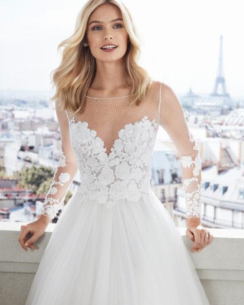 5c64b051d1 Vestido de novia estilo princesa en tul plumetti. Escote ilusión