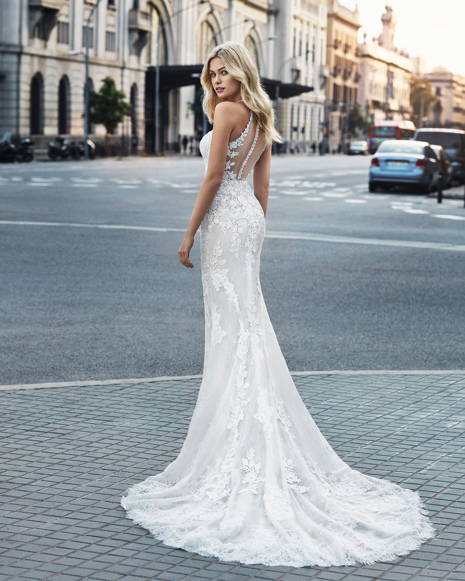 Mermaid-style wedding dress in beaded lace. V-neckline and appliquéd skirt. Available in natural and natural/nude. 2019  Collection.
