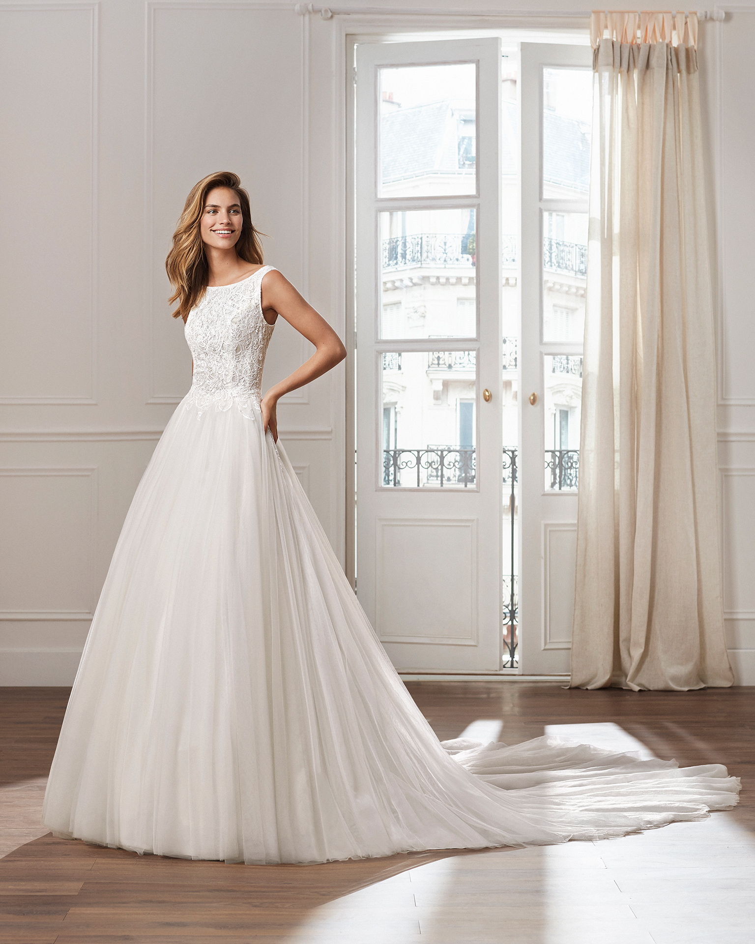 Tulle princess-style wedding dress. Bateau neckline, beaded lace bodice and ballgown-style skirt. Available in natural and ivory. 2019  Collection.