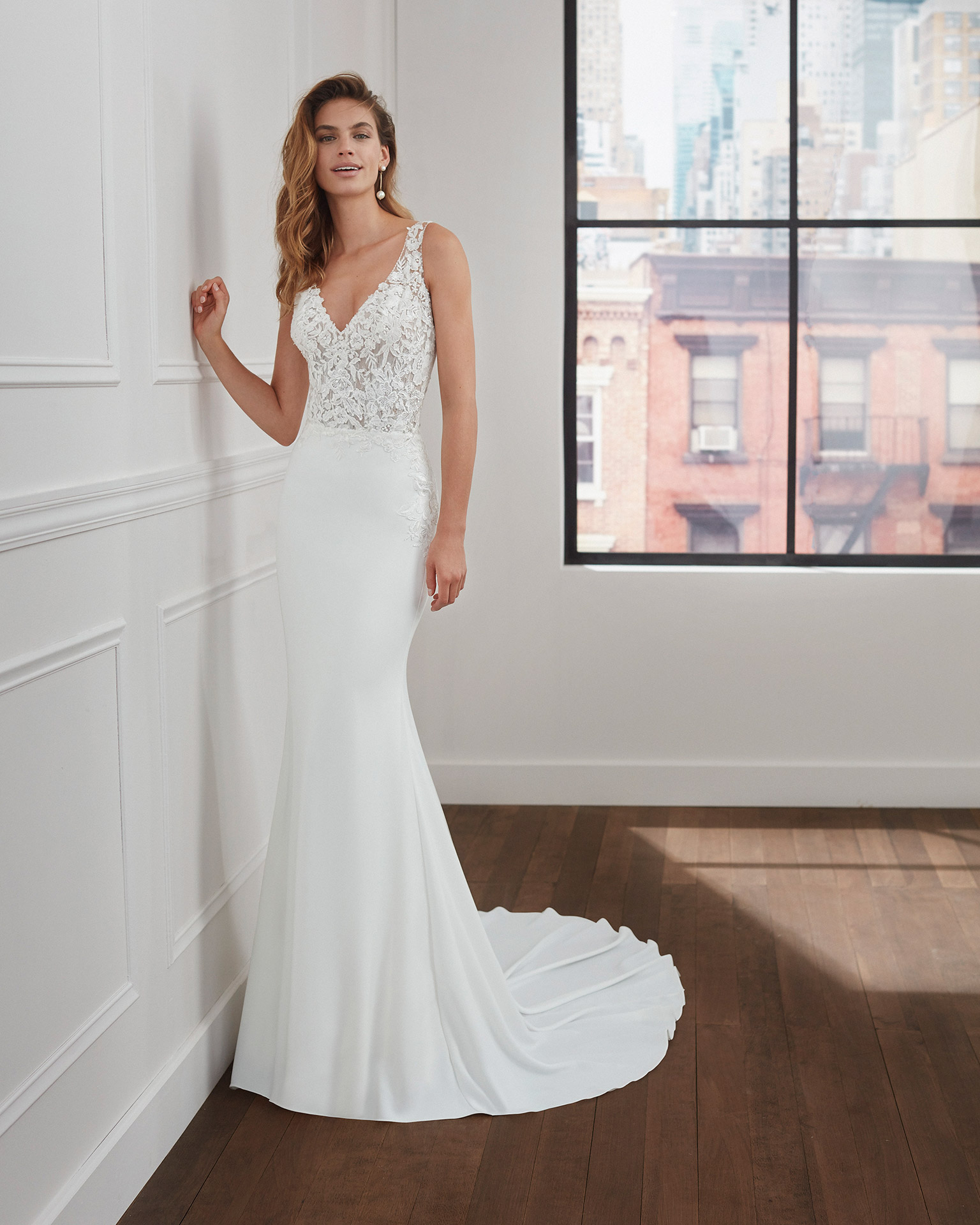 Mermaid-style wedding dress in stretch crepe and lace with beaded neckline and armholes, deep-plunge neckline and tattoo-effect back. 2020  Collection.