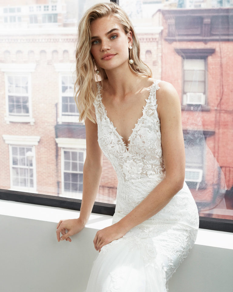 Mermaid-style lace and dot tulle wedding dress with beading at the neckline and armholes and deep-plunge neckline. 2020  Collection.