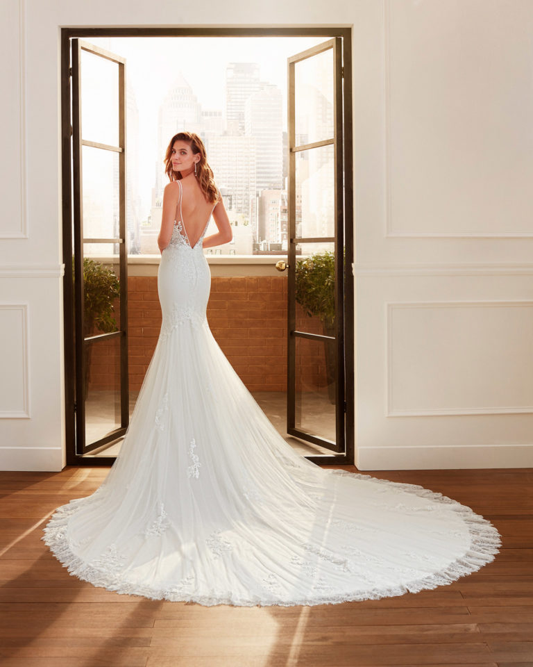 Mermaid-style wedding dress in crepe, beaded lace and tulle with deep-plunge neckline and low V-back. 2020  Collection.