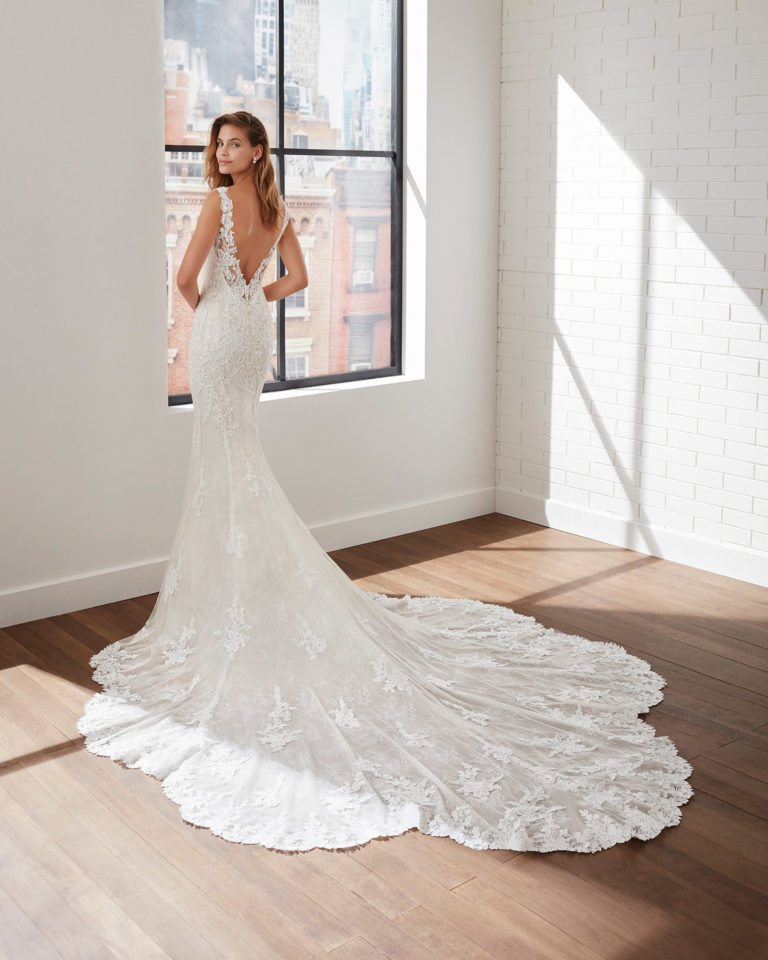 Mermaid-style wedding dress in corded lace and tulle with beading and V-neckline and back. 2020  Collection.