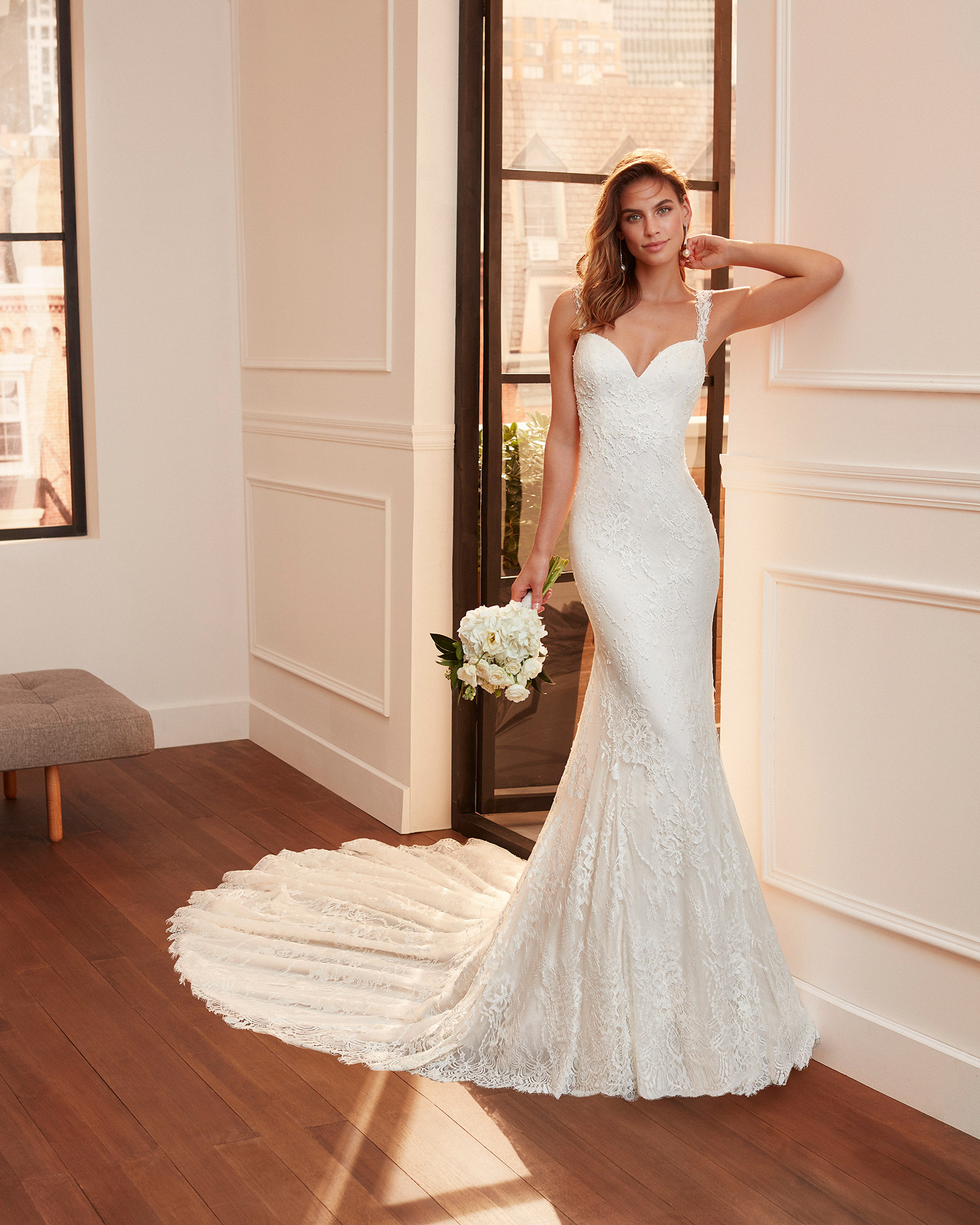Mermaid-style wedding dress in lace and tulle with beading, sweetheart neckline and round back. 2020  Collection.