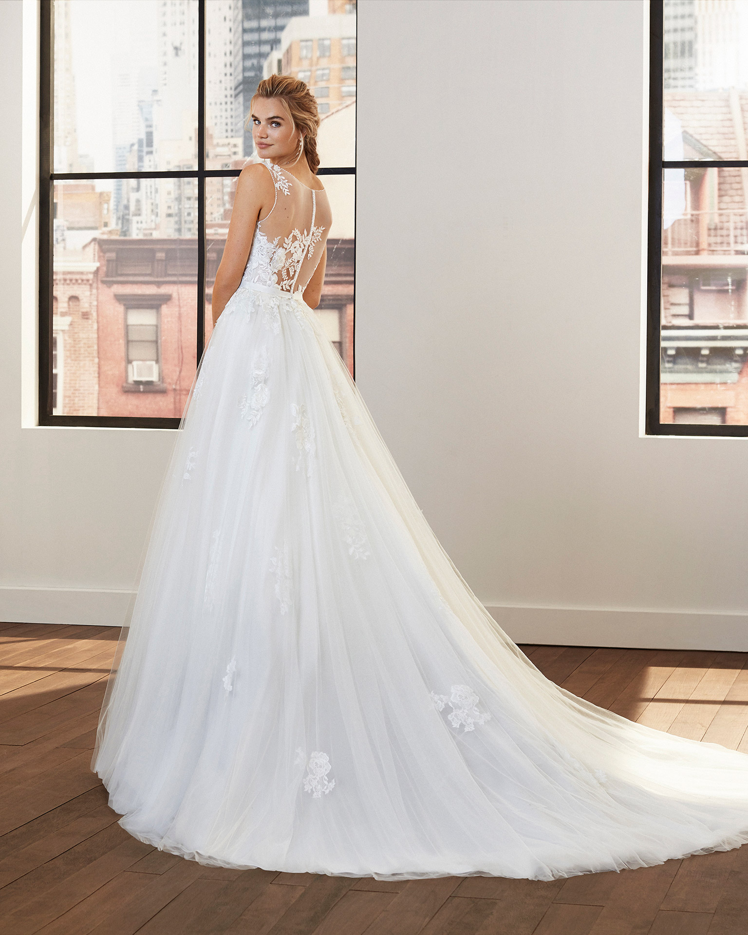 Princess-style lace and tulle wedding dress with beading at the neckline and armholes and full skirt. 2020  Collection.