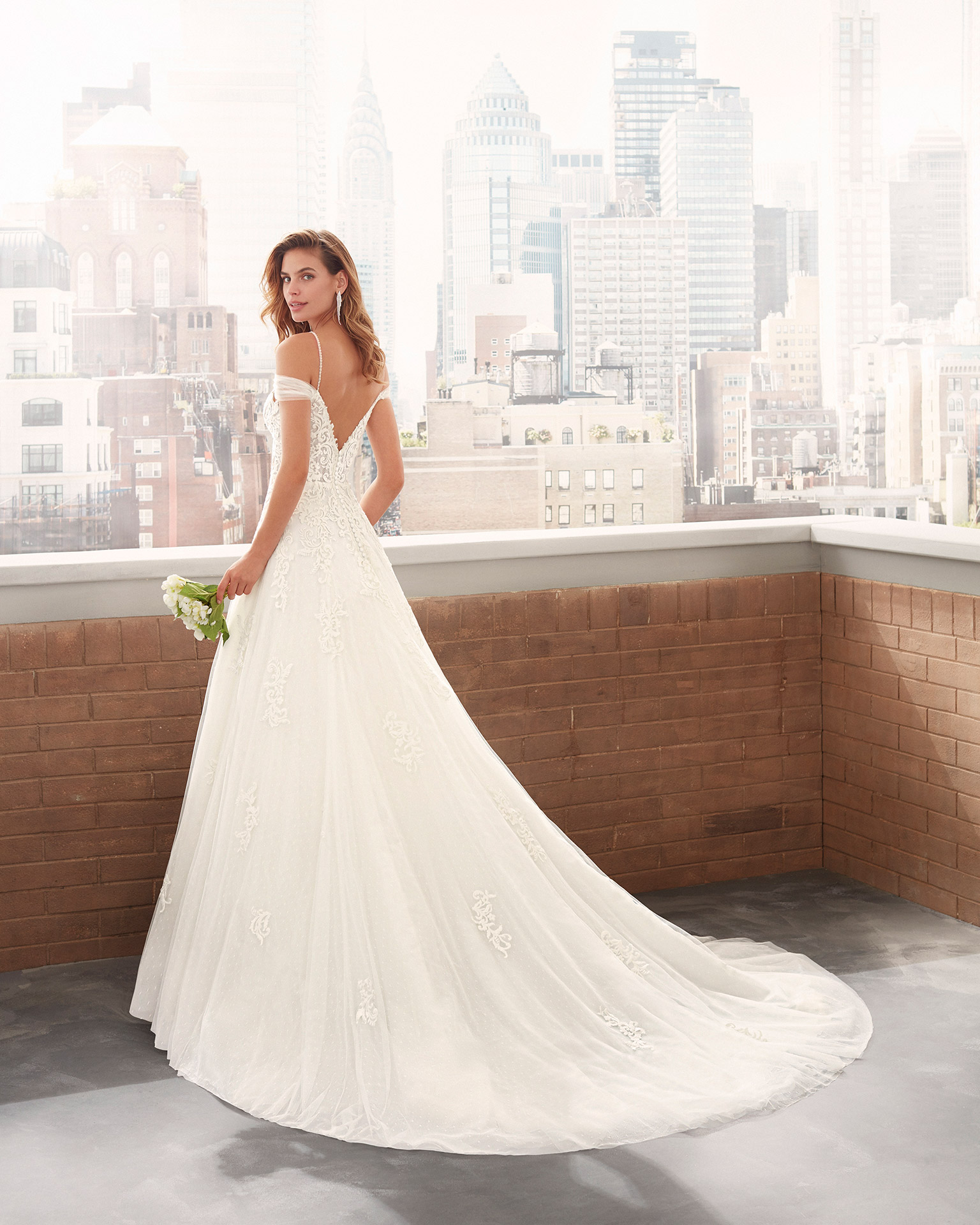 Princess-style lace and dot tulle wedding dress with sweetheart neckline, V-back with beaded strap and full skirt. 2020  Collection.