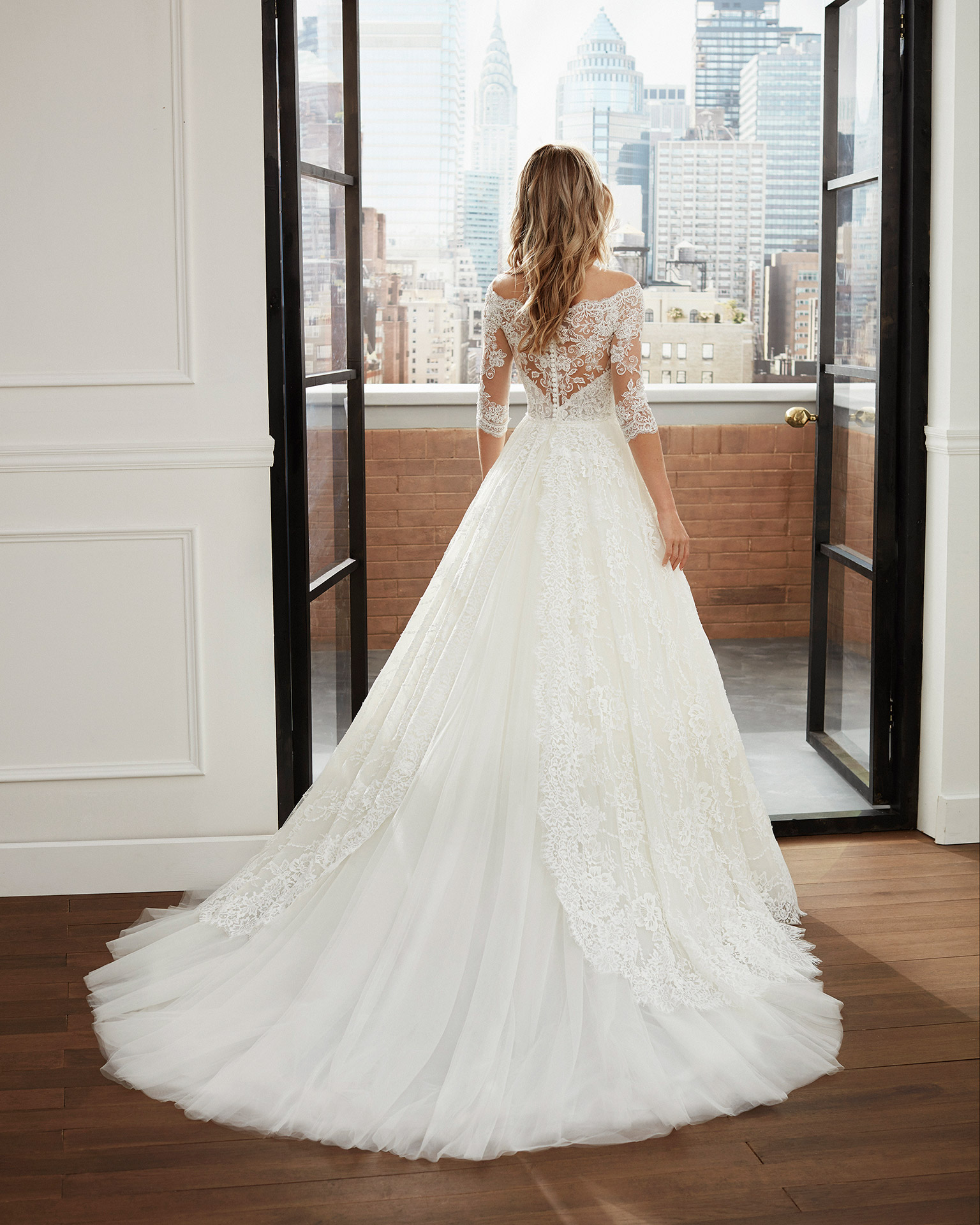 Princess-style wedding dress in lace and tulle with beading, off-the-shoulder neckline and full skirt. 2020  Collection.