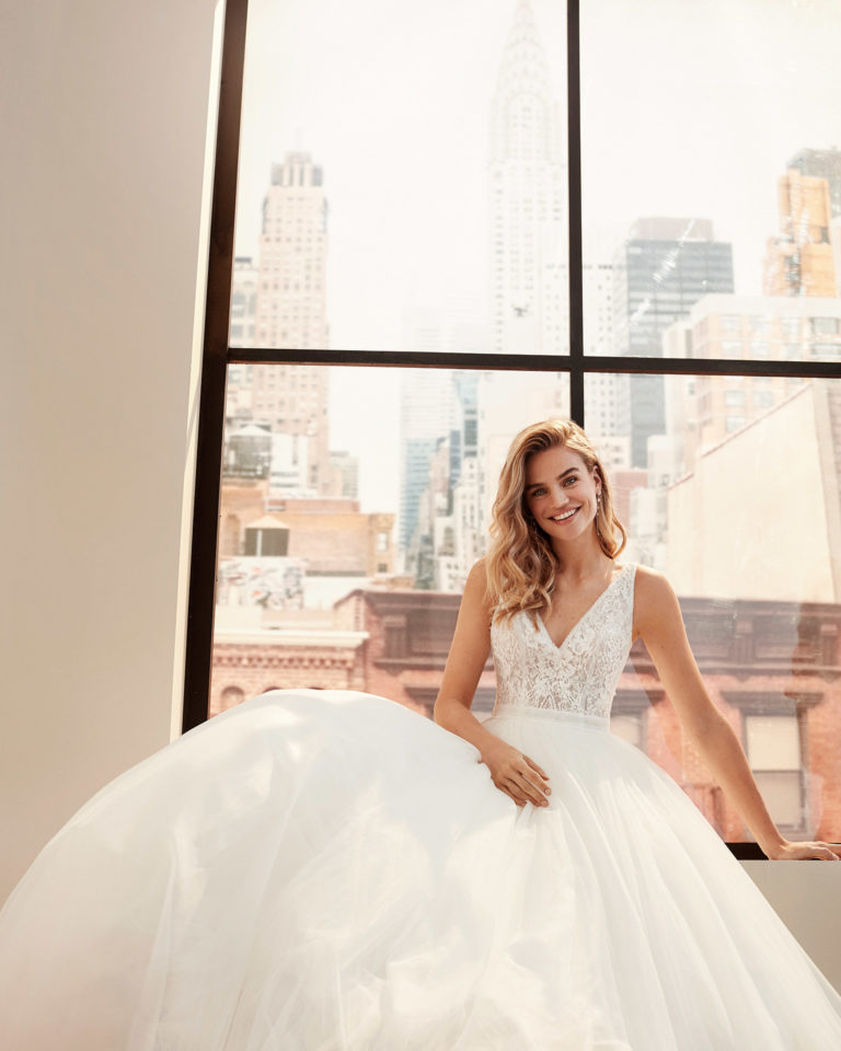 Princess-style tulle and lace wedding dress with beading, V-neckline and back and full skirt. 2020  Collection.