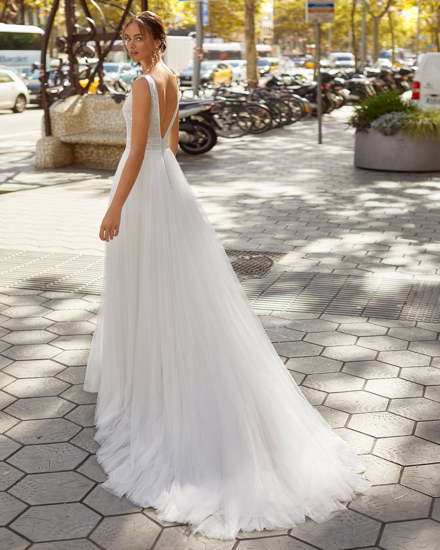 Sheath-style wedding dress in soft tulle and lace. V-neckline and back. 2021  Collection.