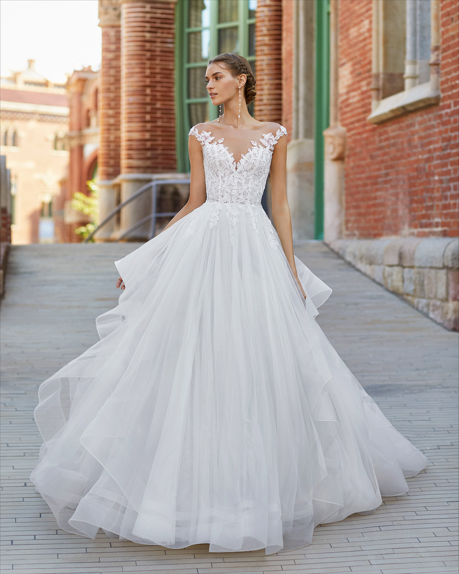 Ballgown-style wedding dress in tulle and lace. Sweetheart neckline with yoke. 2021  Collection.