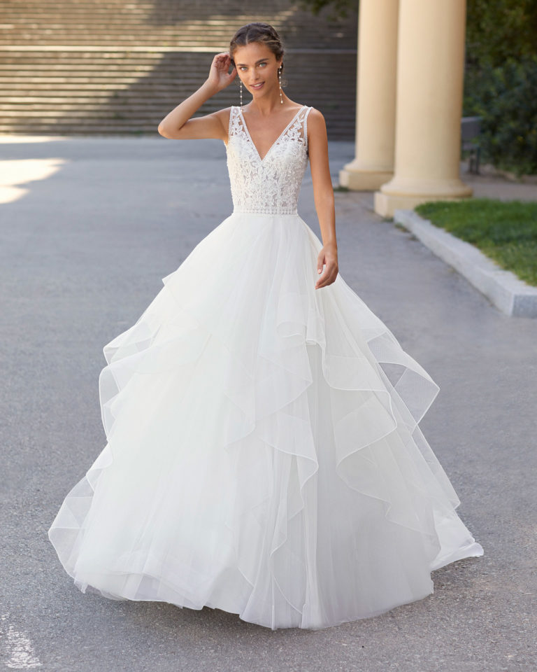 Ballgown-style wedding dress in tulle and beaded lace. With V-neckline and back. 2021  Collection.