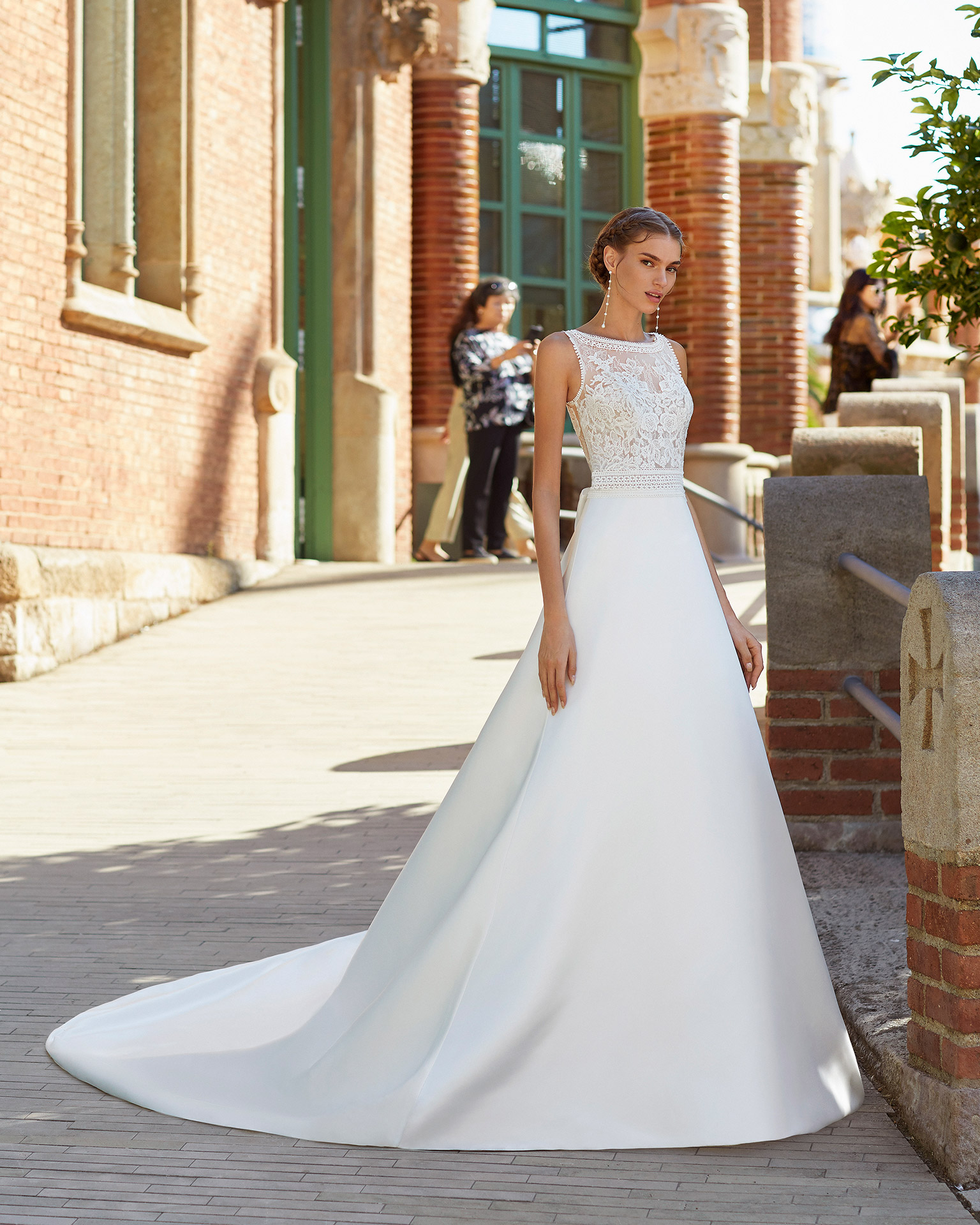 Classic-style wedding dress in satin with beaded lace on waist and neckline. Round neckline and low back with bow. 2021  Collection.