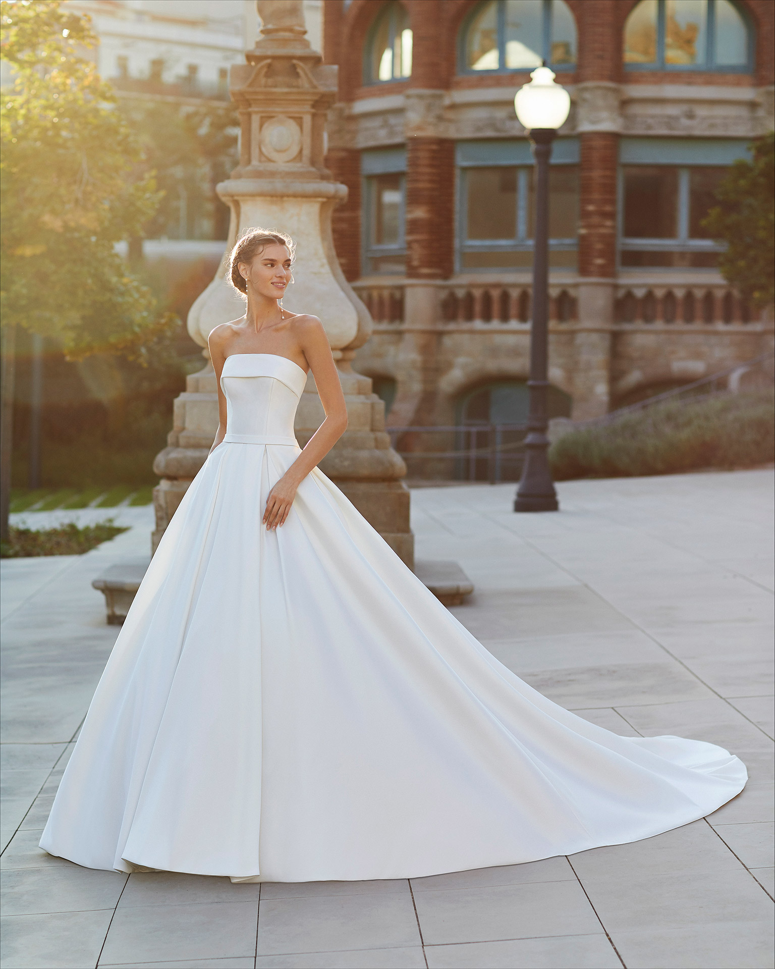 Classic-style wedding dress in mikado. Strapless neckline and pockets. 2021  Collection.