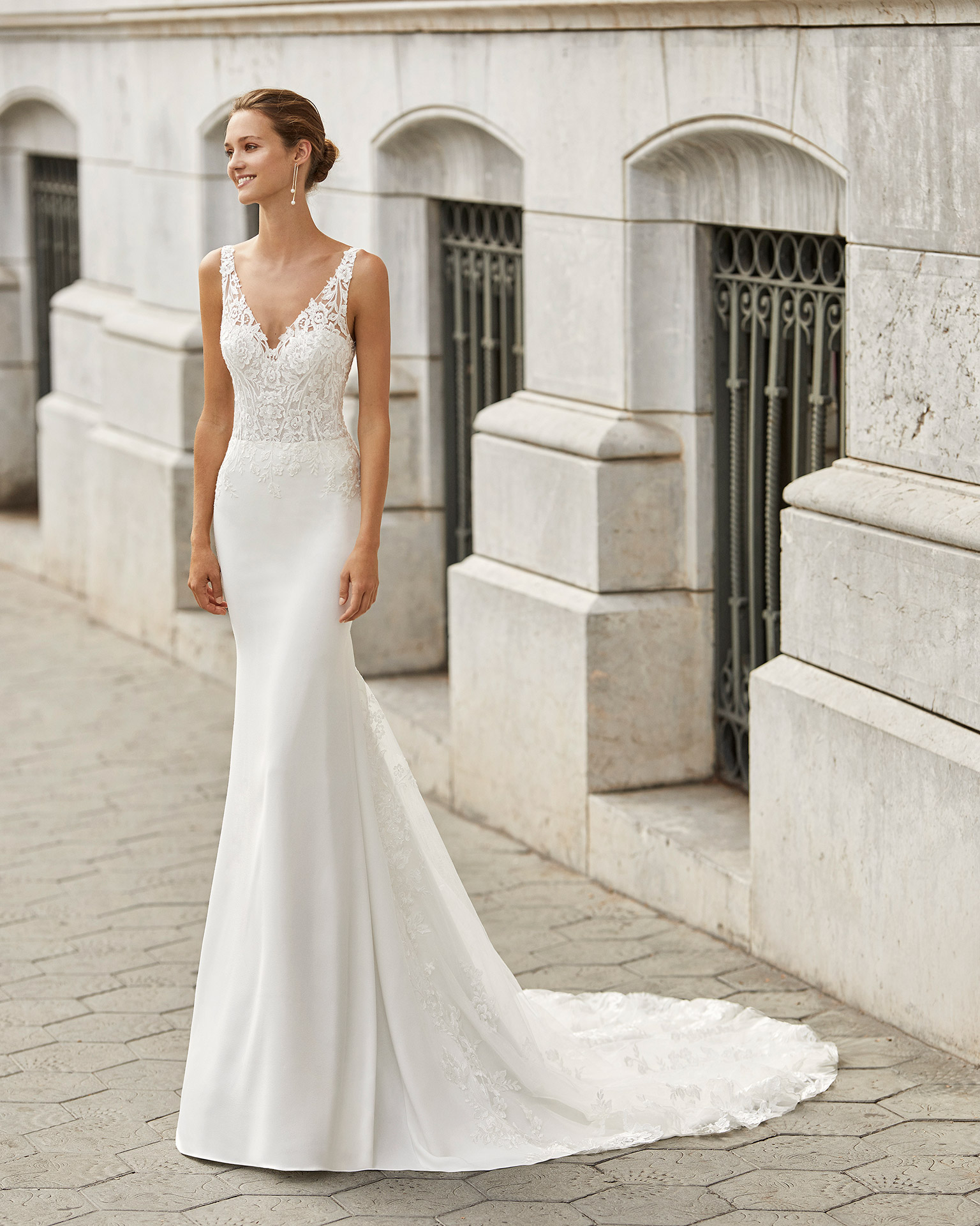 Mermaid wedding dress in stretch crepe with shaping lining and beaded lace. With V-neck and V-back. 2022  Collection.
