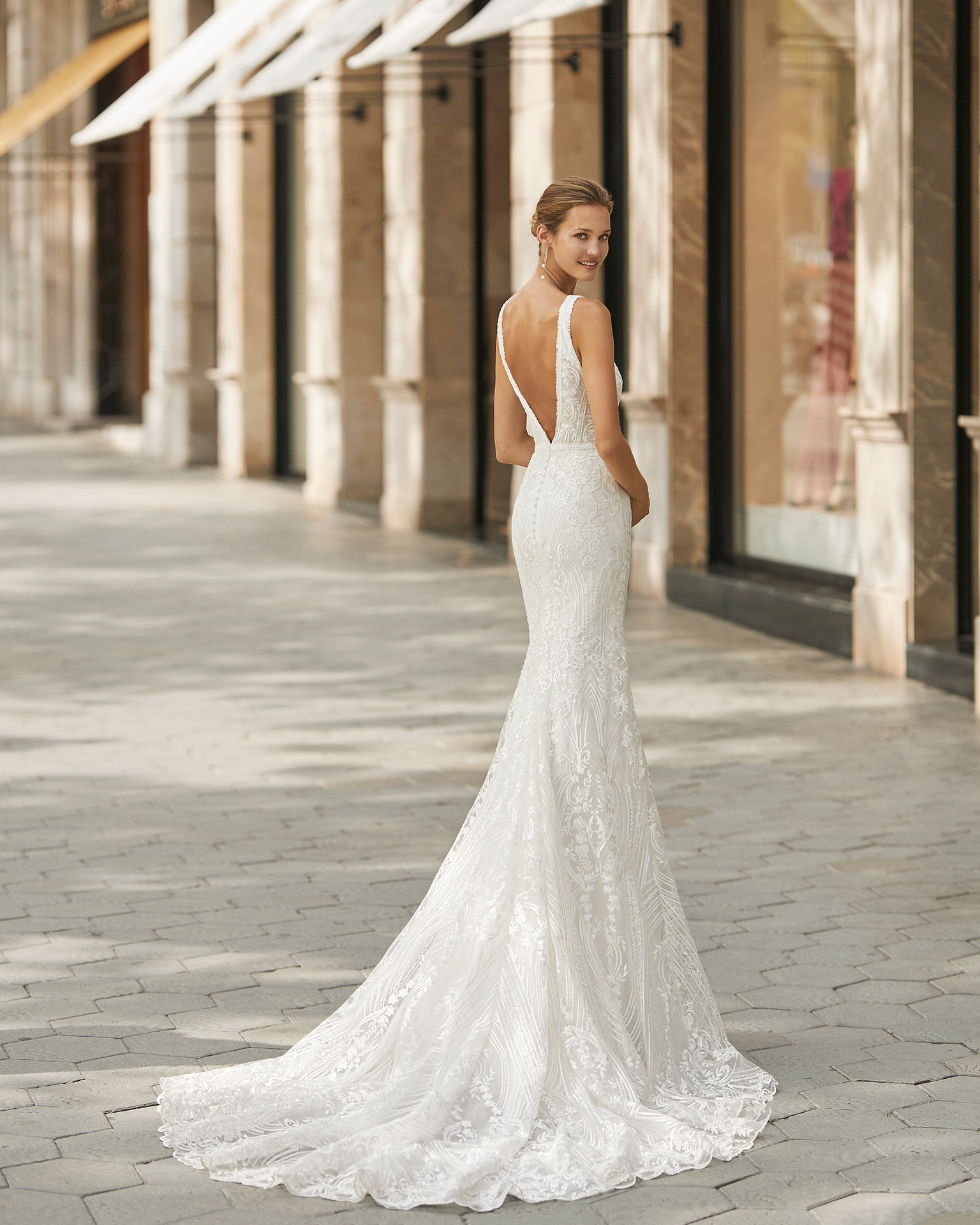 Mermaid-style beaded lace wedding dress. Deep-plunge neckline and V-back. 2022  Collection.