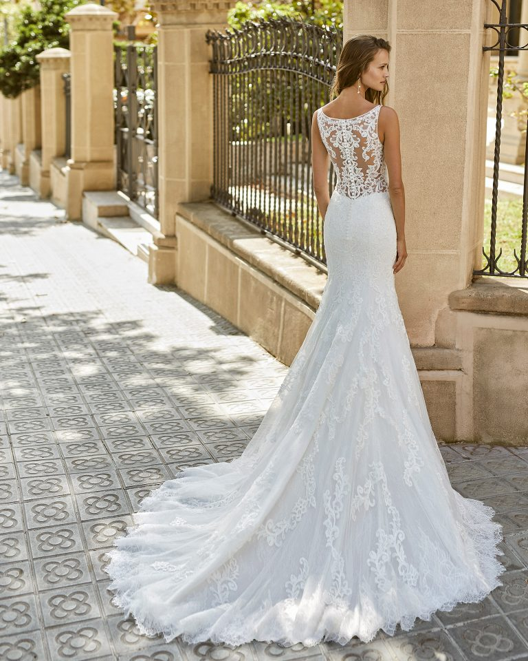 Mermaid wedding dress, beaded lace. Deep-plunge neckline, back with lace appliqué. 2022  Collection.