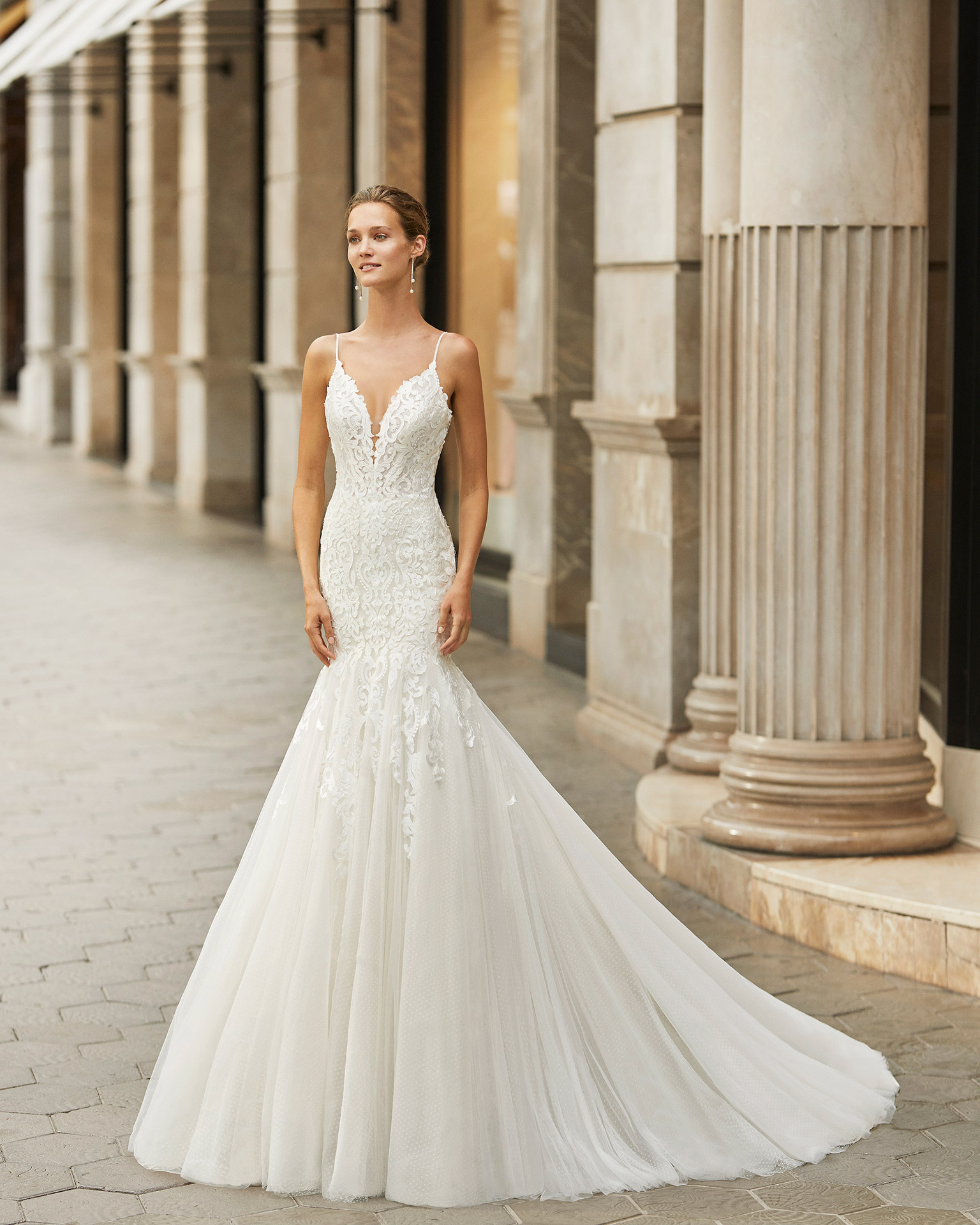 Mermaid wedding dress, lace, dot tulle and beaded straps. Deep-plunge neckline and low back. 2022  Collection.