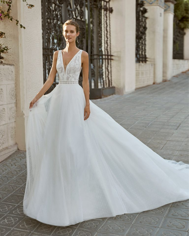 Romantic wedding dress, dot tulle and lace. Deep-plunge neckline and low back. 2022  Collection.