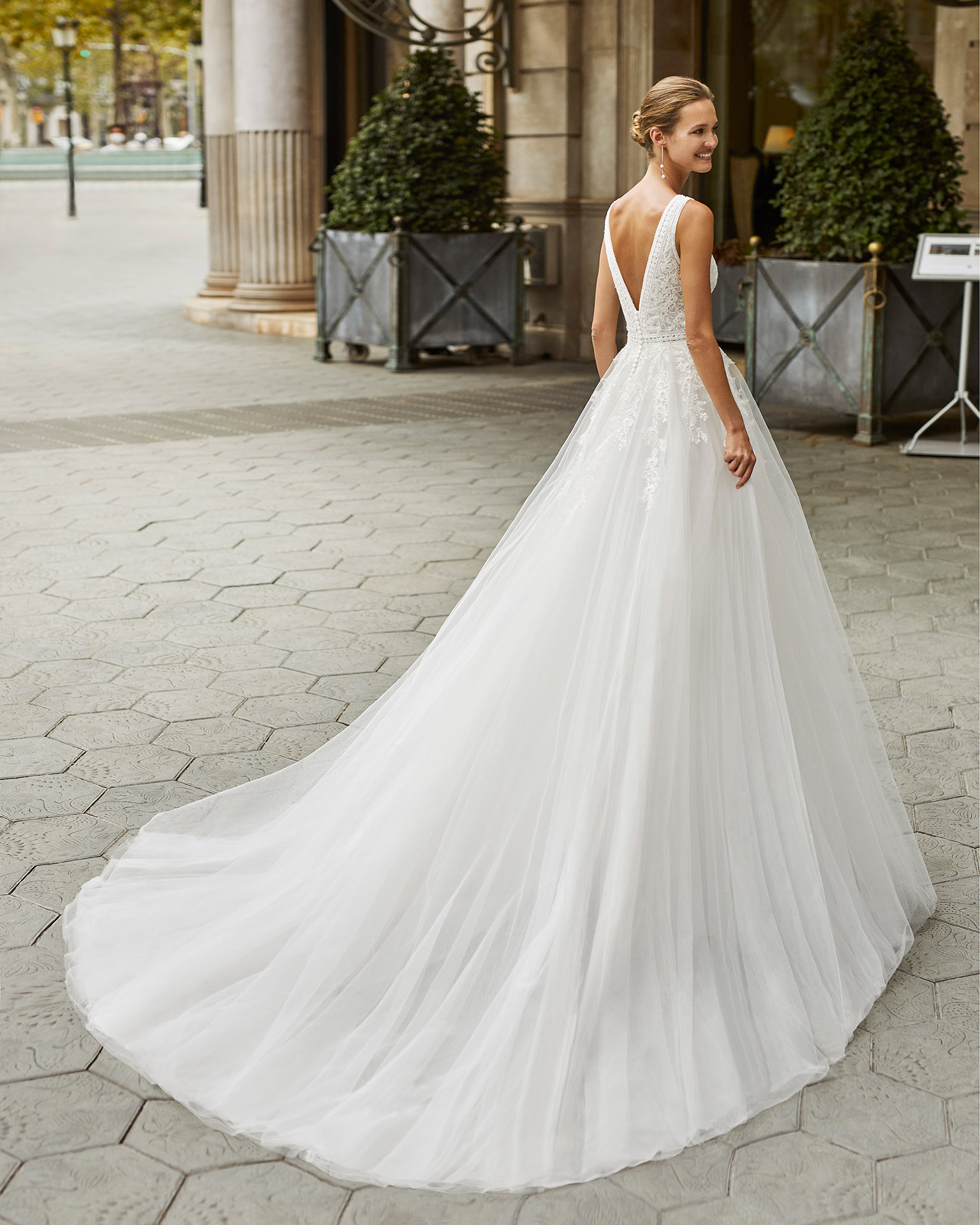 Princess wedding dress, tulle, beaded lace. Deep-plunge neckline and V-back. 2022  Collection.