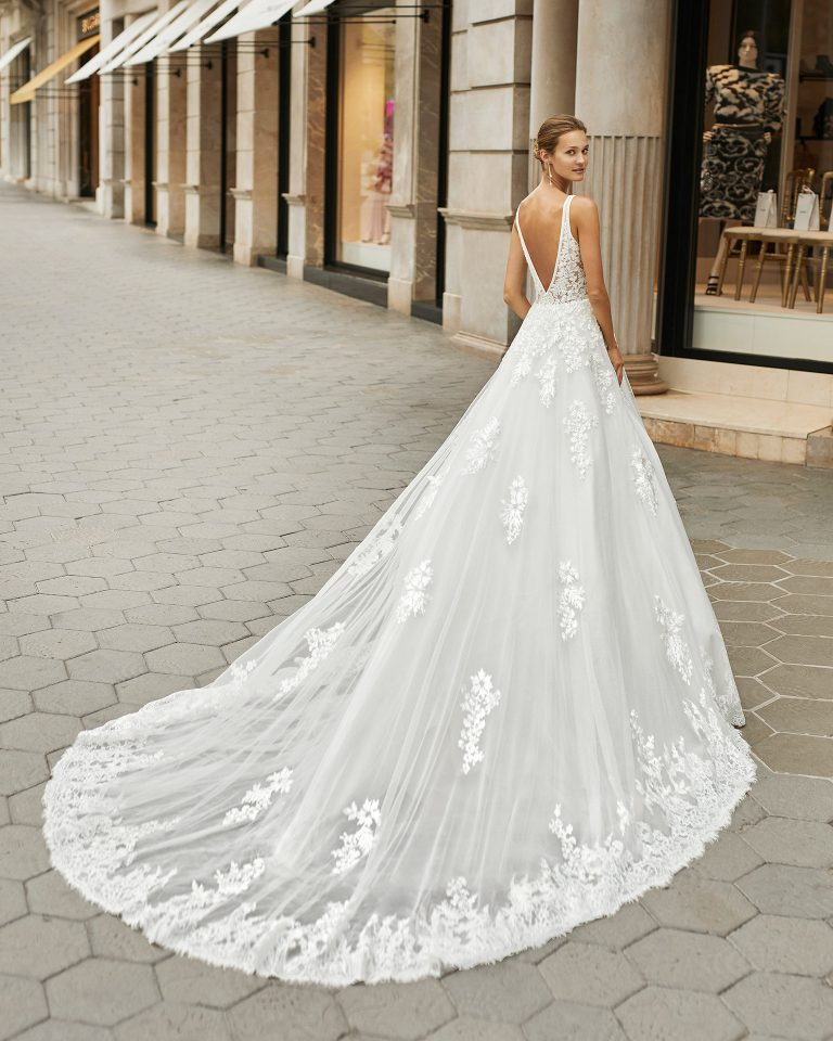 A line wedding dress, tulle, beaded lace. Deep-plunge neckline and V-back. 2022  Collection.